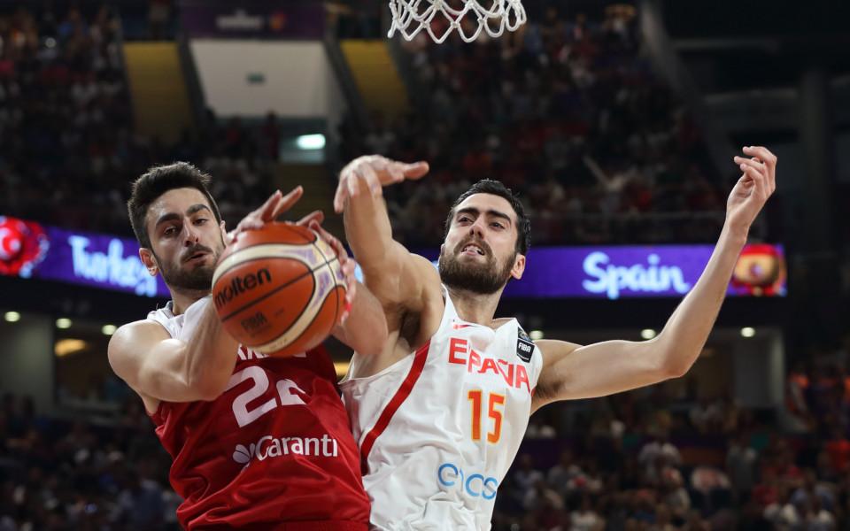 Испания не се спъна с Турция и е на 1/4-финал на Евробаскет 2017