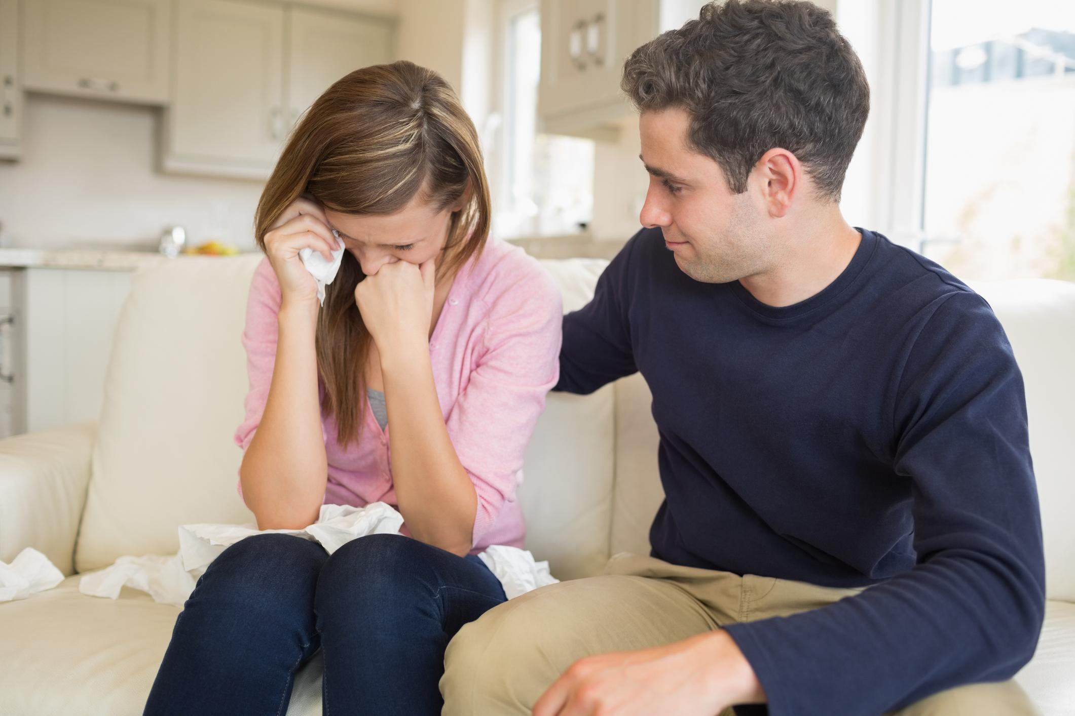 Когато плачеш без да има конкретна причина, а когато има - да не му споделяш открито защо си в това състояние.