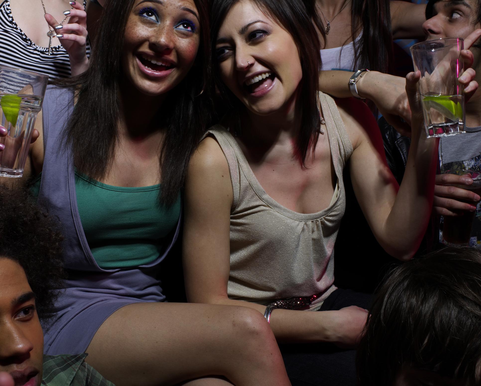 Мъжете също обичат купоните, но не им харесва, когато излизаш твърде често с приятелки за нощни забавления.