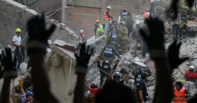 Снимка: Стотици жертви взе новото земетресение в Мексико
