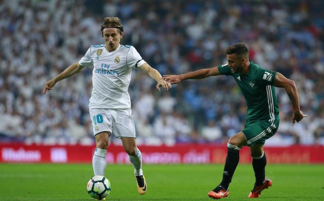 Лука Модрич се оказа 12-ият играч на Реал за кратко срещу Бетис /0:1/ източник: Gulliver/Getty Images