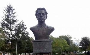 Граждани и фенове на Левски откриха паметник на Апостола в Ихтиман