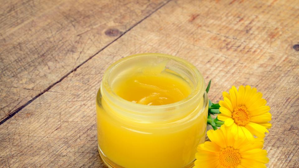 """Оранжевият """"лекар"""" на цветята: 8 полезни качества на невена"""