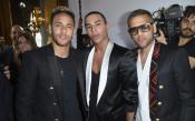 Модните икони Неймар и Алвеш дефилираха в Париж