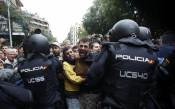 Сблъсъци с полицията в Барселона<strong> източник: БГНЕС</strong>