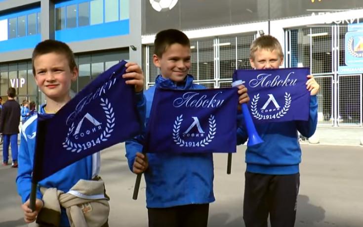 Левски изненада най-малките с подаръци преди мача с Черно море