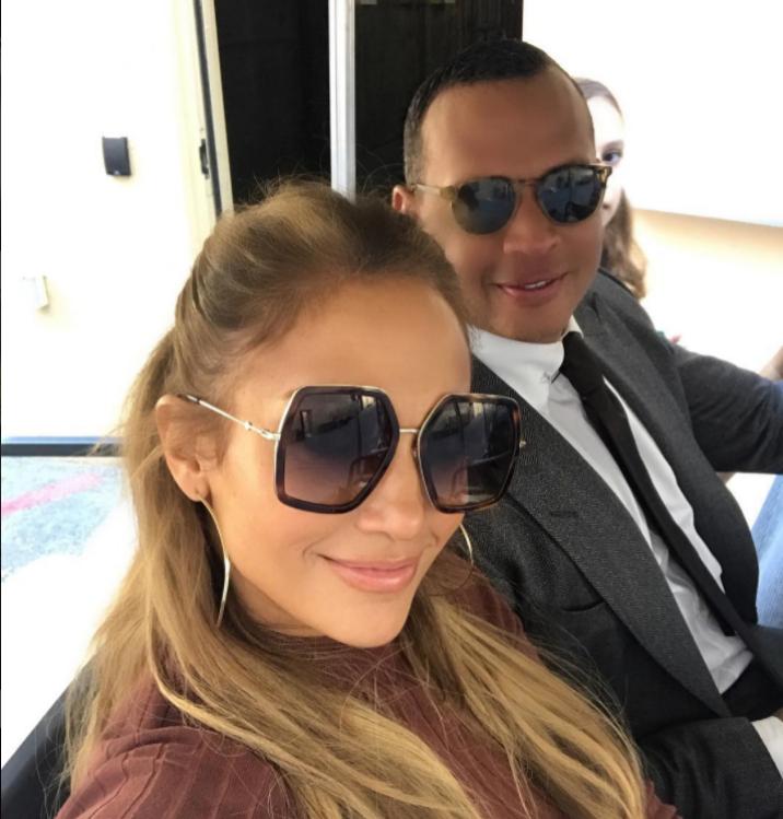 """Дженифър Лопес и Алекс Родригес са заедно от април тази година. Певицата и бейзболистът се запознават по време на неин концерт. """"Тя е невероятно момиче. Един от най-умните хора, които някога съм срещал, и също така страхотна майка"""". Така Родригес описа половинката си в телевизионно интервю."""