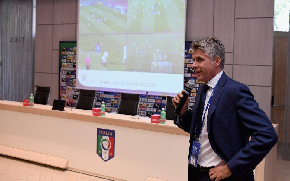 Съдийският бос в УЕФА брани ВАР като орел