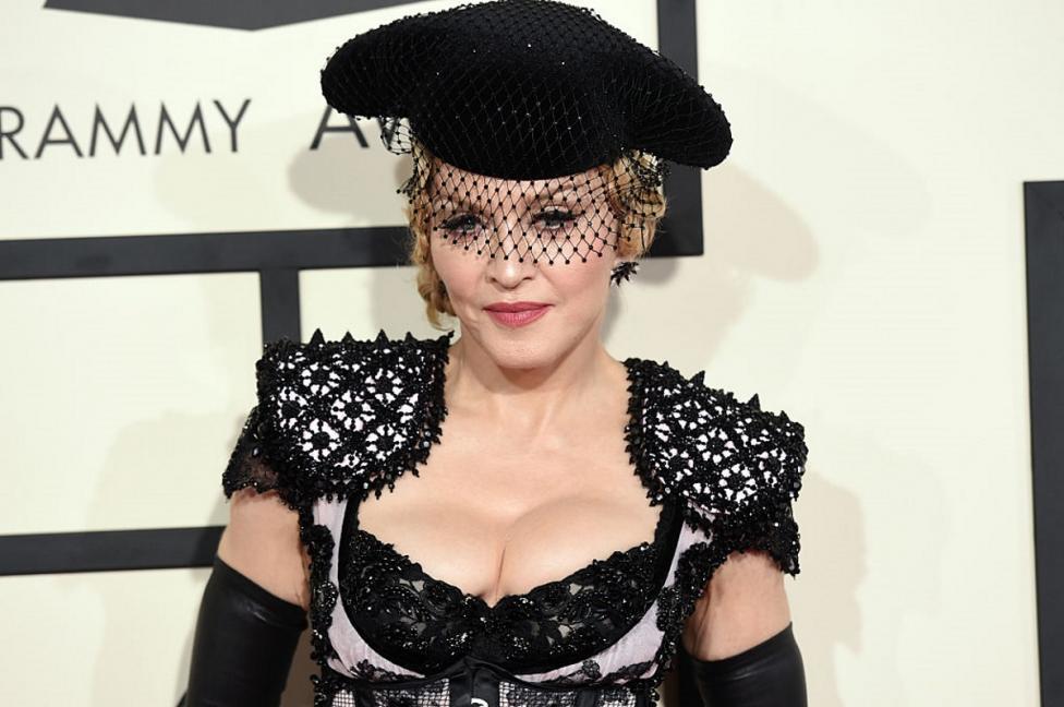 """- Мадона - кралицата на попа, последователка на Кабала, майка на много деца и притежател на пистолет. """"Не оръжията, а хората убиват"""", е отговорът й на..."""