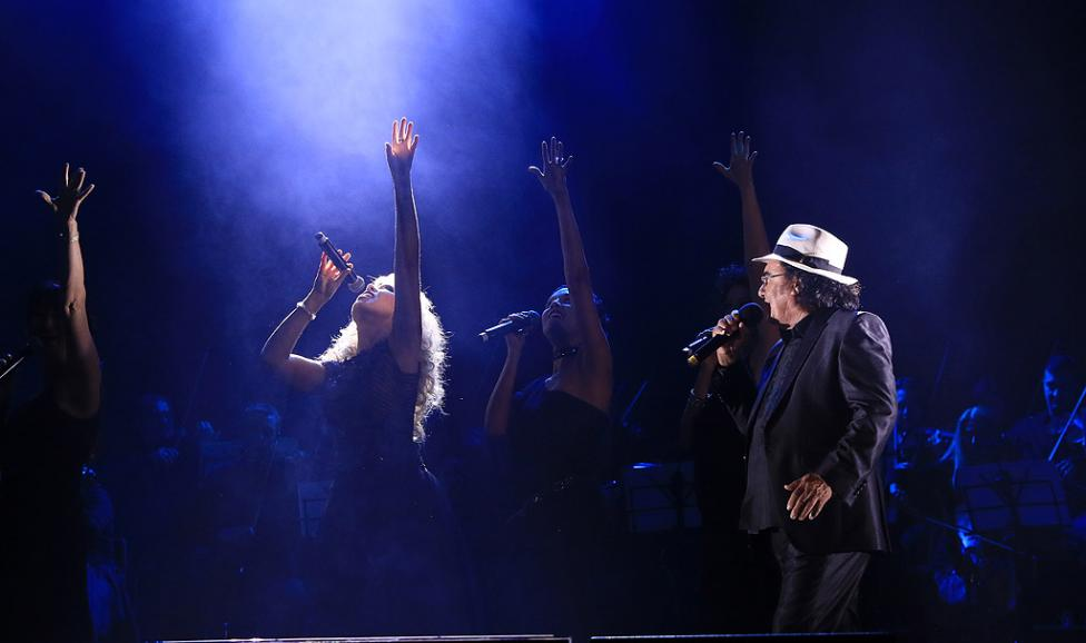 Сн. 12  - Италианският певец Ал Бано с новия си спектакъл в НДК. Той излезе на сцената с виртуозите от Софийска филхармония, И представи всичките си големи...