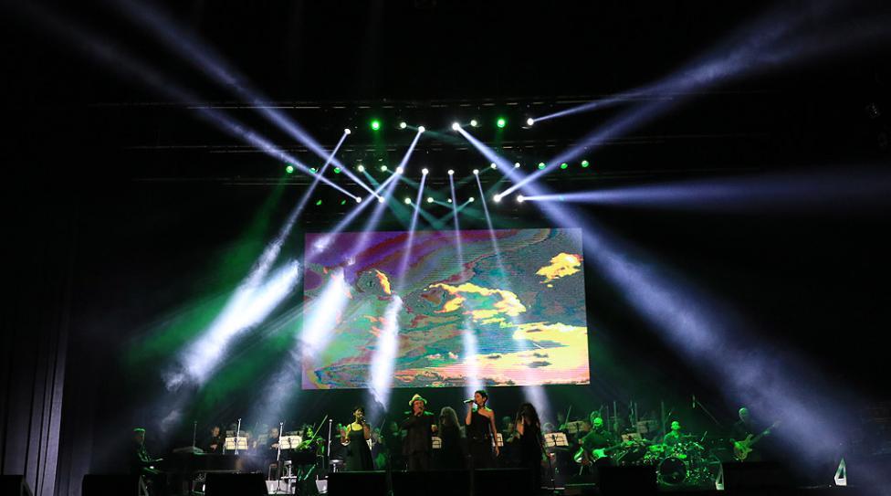 Сн. 9  - Италианският певец Ал Бано с новия си спектакъл в НДК. Той излезе на сцената с виртуозите от Софийска филхармония, И представи всичките си големи...