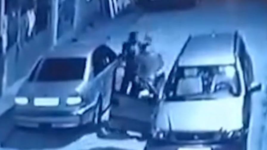 Кадър от видеозапис на побоя, довел до смъртен случай в Луковит