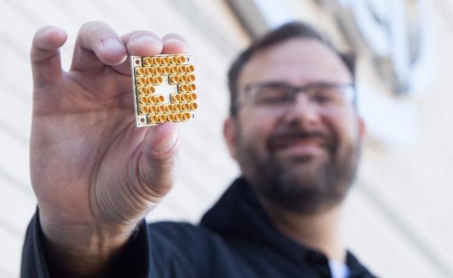 Intel създаде 17-кюбитов квантов чип