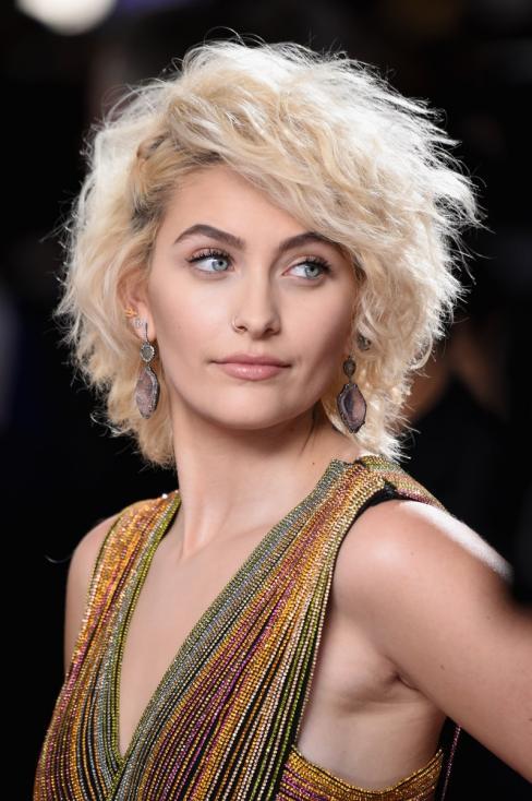 - Парис, дъщерята на Майкъл Джексън има множество ангажименти като модел за водещи брандове.