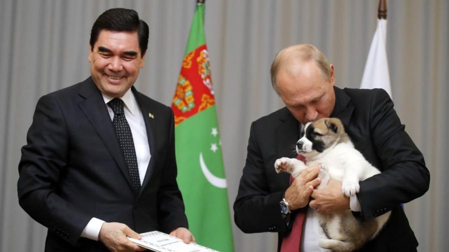 Дежа вю: Путин пак получи овчарка (видео)