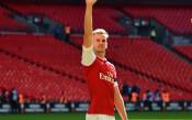 Арсенал удължи договора на млад защитник