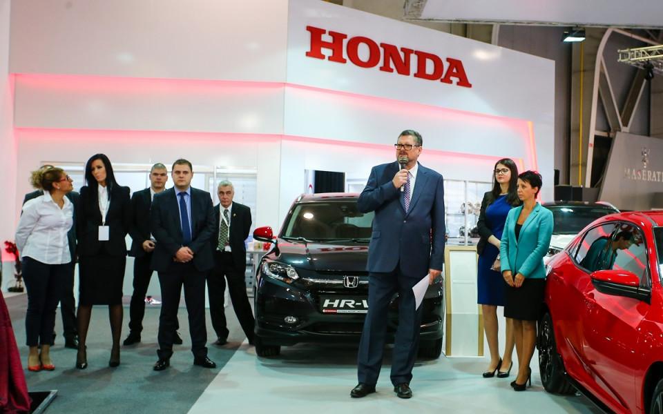 Toyota празнува 20 години хибридна технология