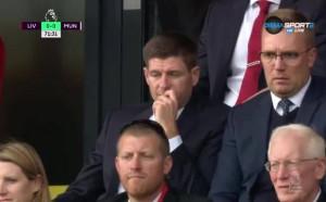 Легендата Стивън Джерард гледа Ливърпул - Манчестър Юнайтед