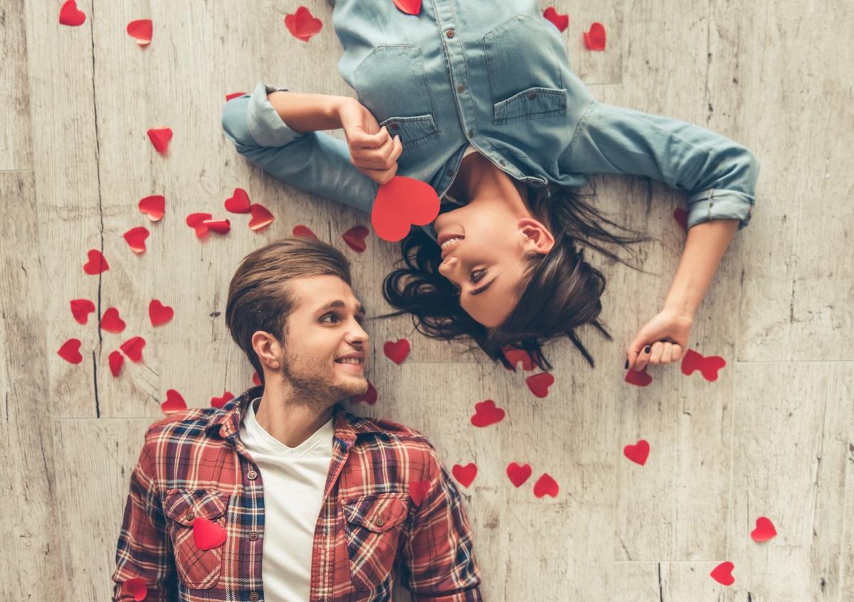 Козирог<br /> <br /> През новата година трябва да се стараеш да слушаш повече и да говориш по-малко. Обичаш да си център на вниманието и си много страстна личност, но се постарай да си малко по-дипломатичен.