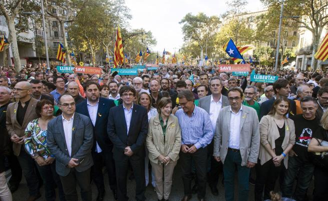 Към протеста се присъединиха и премиерът  Пучдемон, неговият заместник Ориол Жункерас и др.