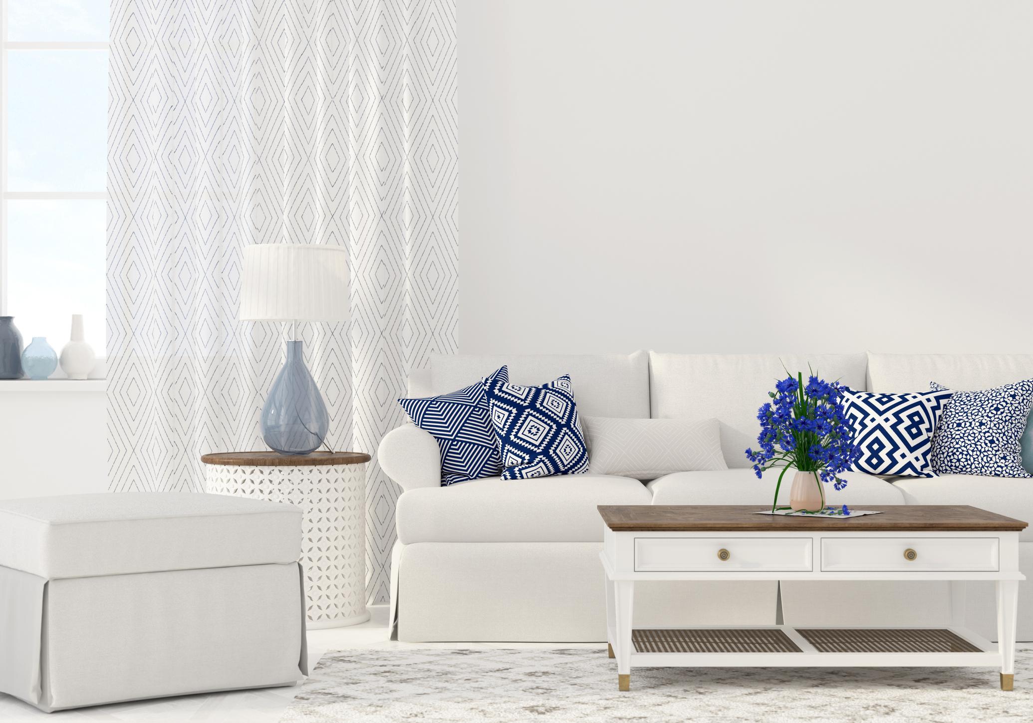 Големите мебели вече не са на мода. Може да откриете удобни, но компакти гардероби, маси и т.н.