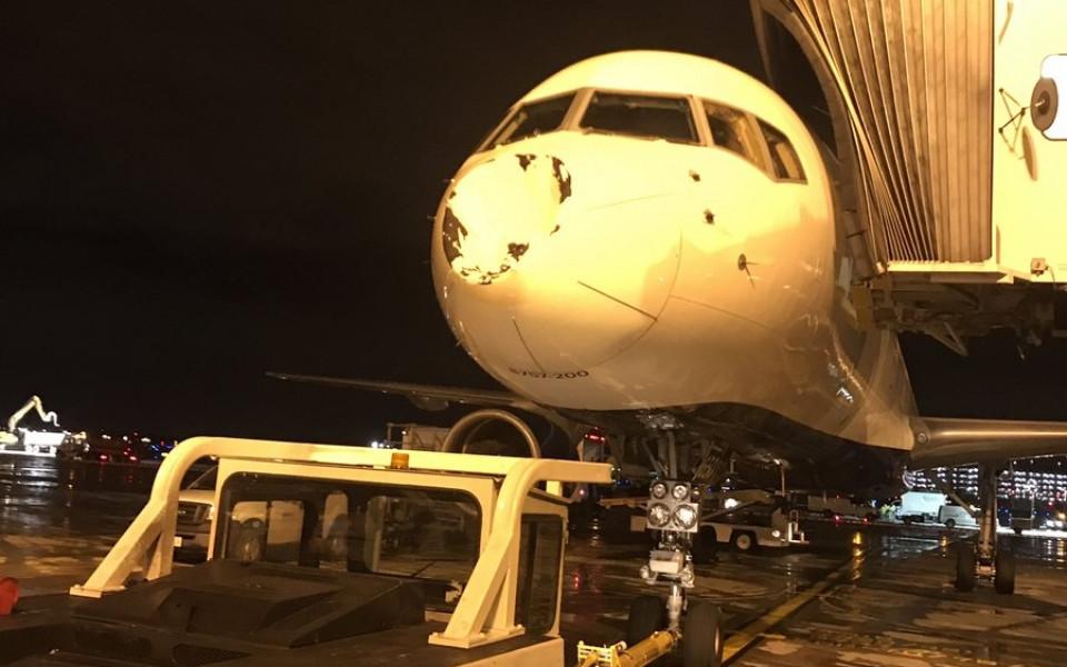 Невероятно: НЛО удари самолета на Оклахома Сити