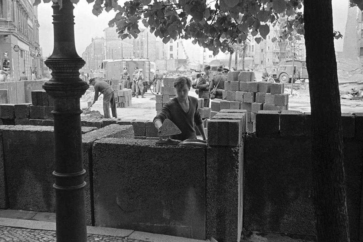 18 август 1961 г., първи стъпки по построяване на стената.