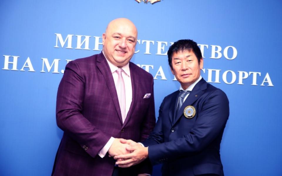 Министър Кралев се срещна с шефа на световната гимнастика