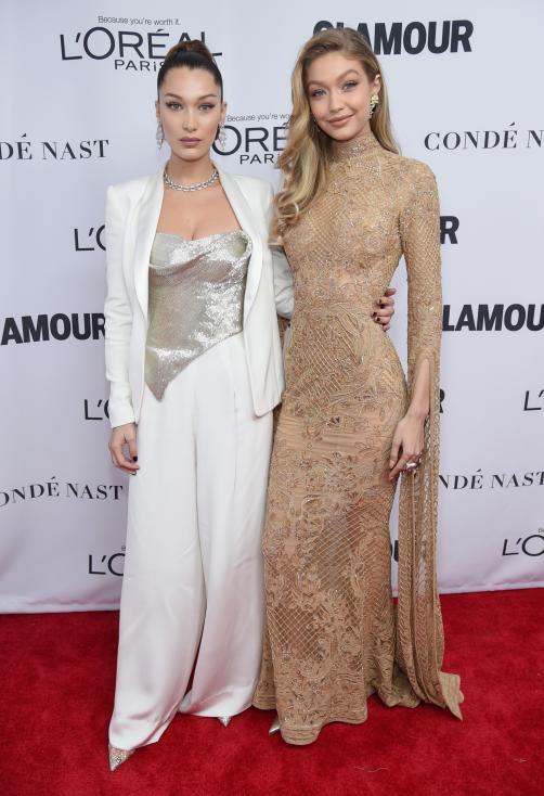 - Две от най-популярните моделки в света - Бела и Джиджи Хадид се появиха заедно на годишните награди на сп. Glamour, които се проведоха в Ню Йорк...