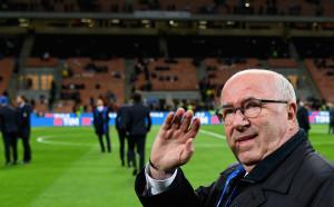Недолюбваният шеф на италианския футбол се оправда с Вентура
