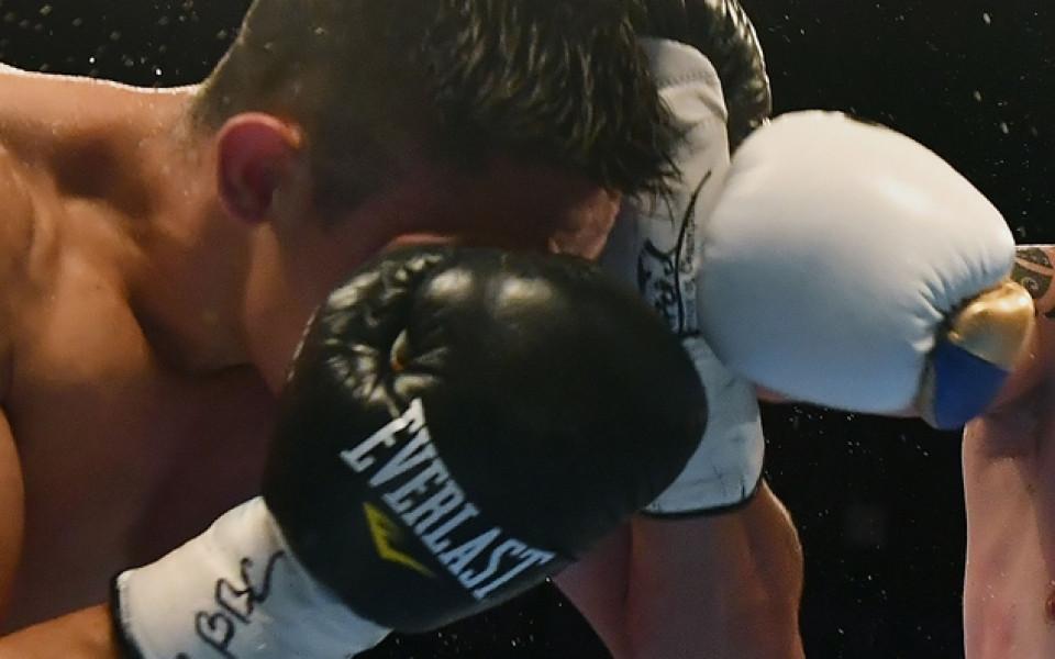 Шампион по бокс нокаутира треньора си на тренировка