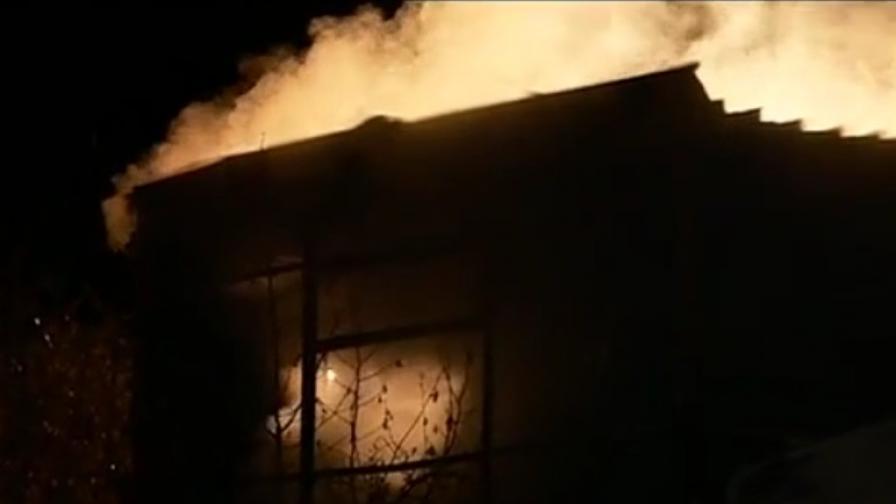 Огън уби две деца край Годеч, родителите в шок