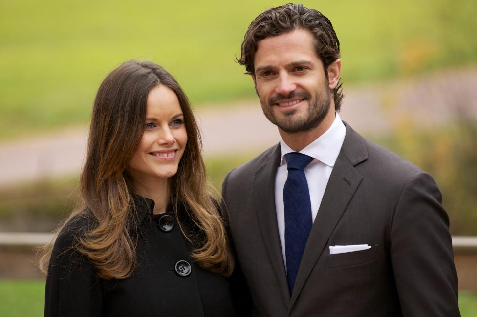 - Красивият принц Карл Филип от Швеция и невероятната му съпруга принцеса София. Бащата на Карл е кралят на Швеция - Карл XVI Густаф