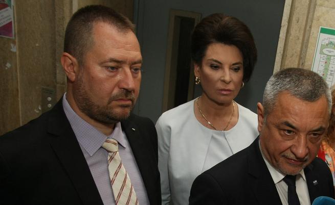 Харалампиев като ръководител на Агенцията за българите в чужбина до вицепремиера Валери Симеонов