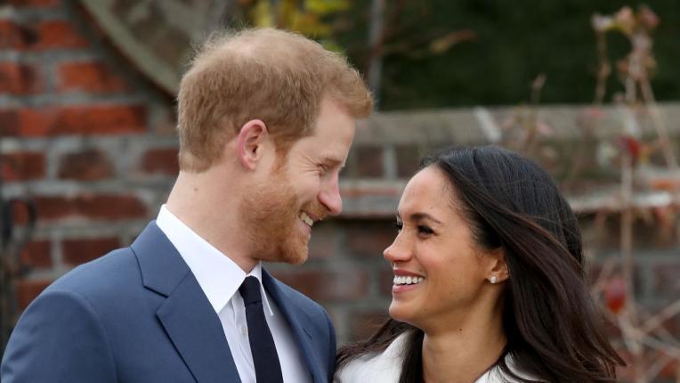 Влюбени и щастливи: първите годежни снимки на принц Хари и Мегън Маркъл