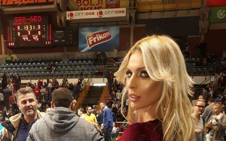 Атрактивна хърватка събра погледите на мач в Белград