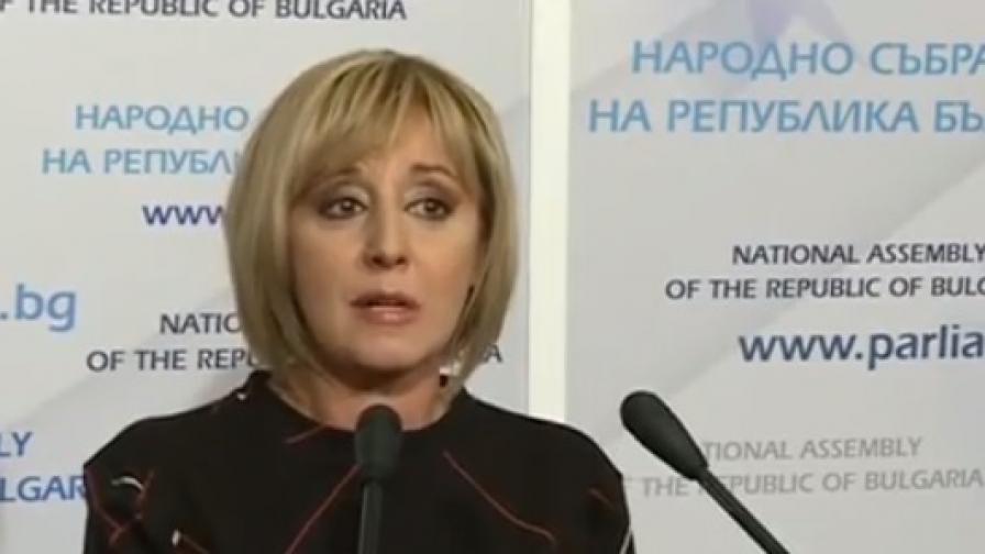 Манолова: Хиляди няма да си получат заплатите