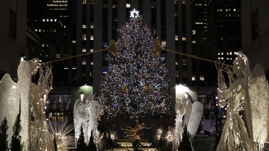 Коледната елха в Ню Йорк блесна