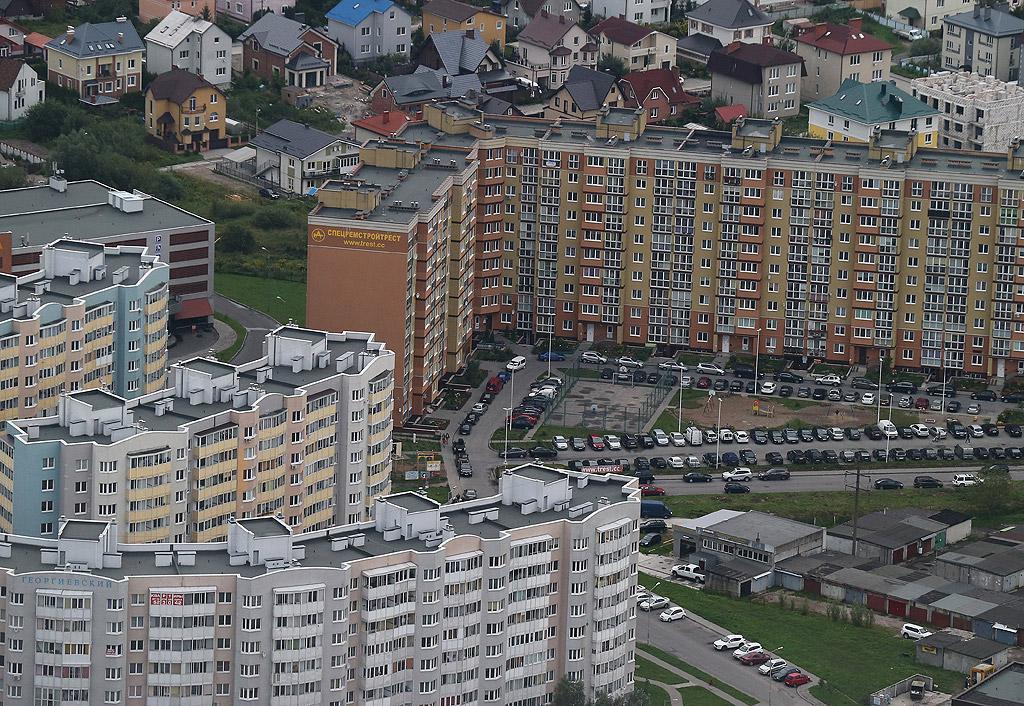 Калининград, по-рано (1255 – 1946) Кьонигсберг, е град в Русия, административен център на Калининградска област. Представлява полуексклав, разположен между Литва, Полша и Балтийско море. Градът се намира при вливането на река Преголя във Висленската лагуна. Населението на града е 467 289 души през 2017 година