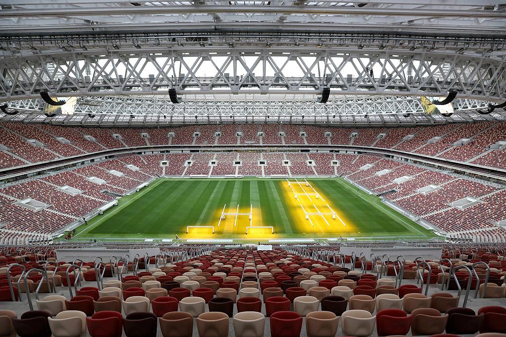 """Стадион """"Лужники"""", Москва На легендарния московски стадион """"Лужники"""" ще се играят първият и последният мач от Световното първенство по футбол 2018. На 14 юни на """"Лужники"""" ще бъде открита програмата на първенството, а на 15 юли ще се играе финалът. Комплексът, открит през 1956 и домакин на Лятната олимпиада през 1980, беше основно ремонтиран. Днес той разполага с 81 000 седящи места."""