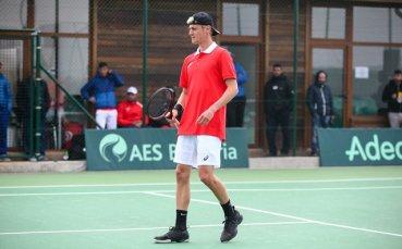 Лазаров започна с победа в Доха