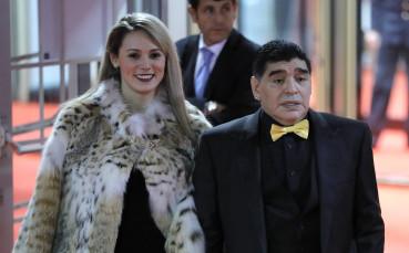 След бой и скандали тази красавица заряза Марадона