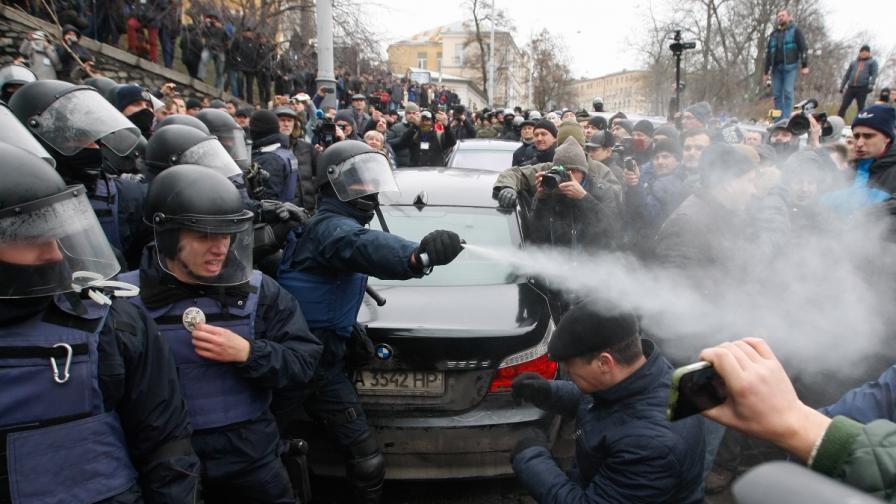 Арест на Саакашвили в Киев, протестиращи го освободиха