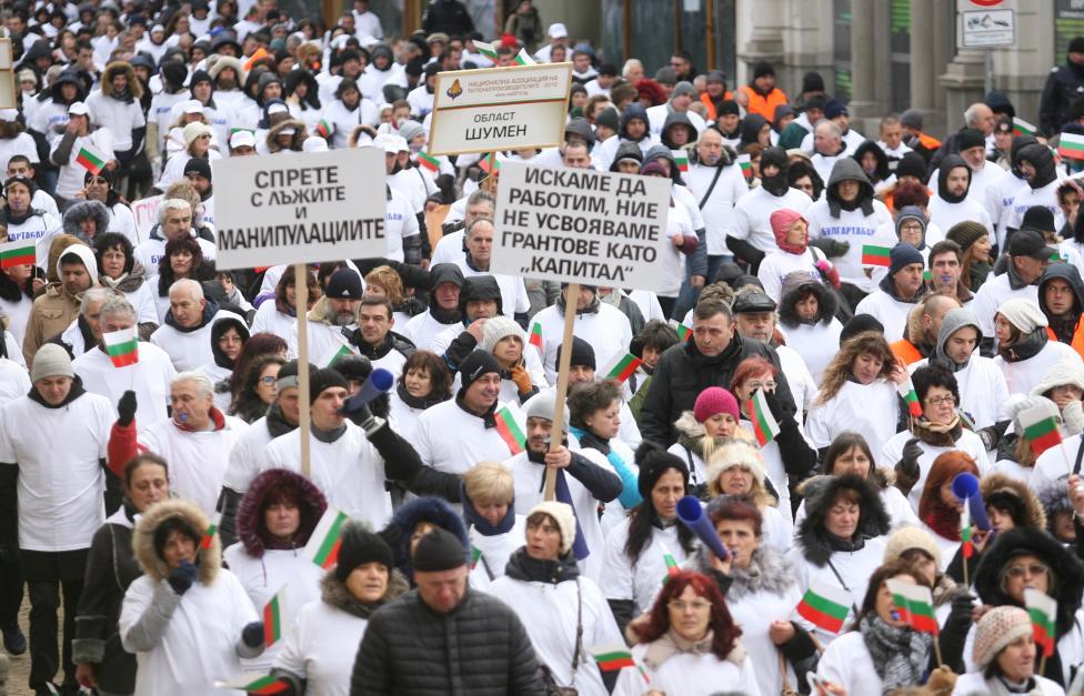"""- Стотици служители на Булгартабак протестират: """"Не сме контрабандисти"""""""