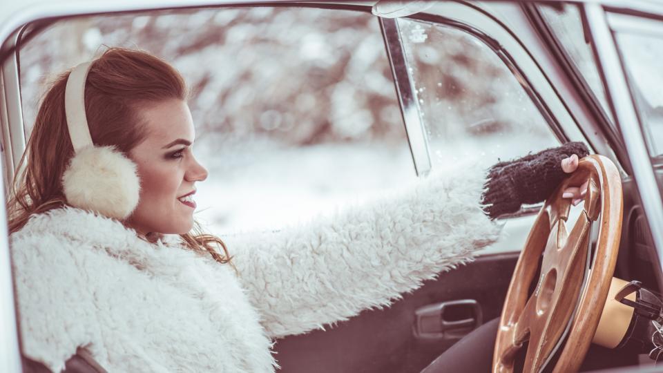зима жена кола
