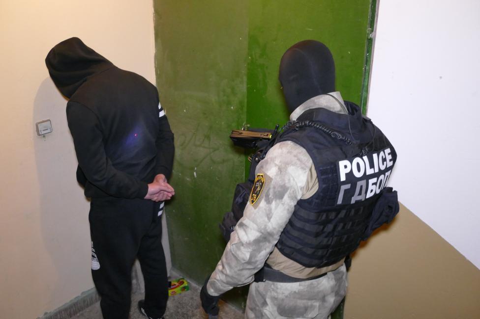 - Неутрализираната организирана престъпна група се занимавала с наркотици, която по особено брутален начин е налагала монопол на дилърите.