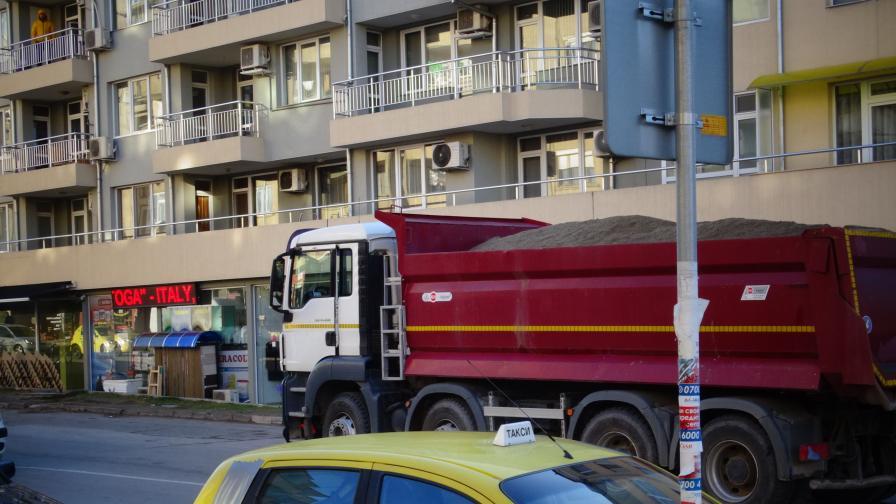 Камион прегази момиче на пешеходна пътека в Благоевград