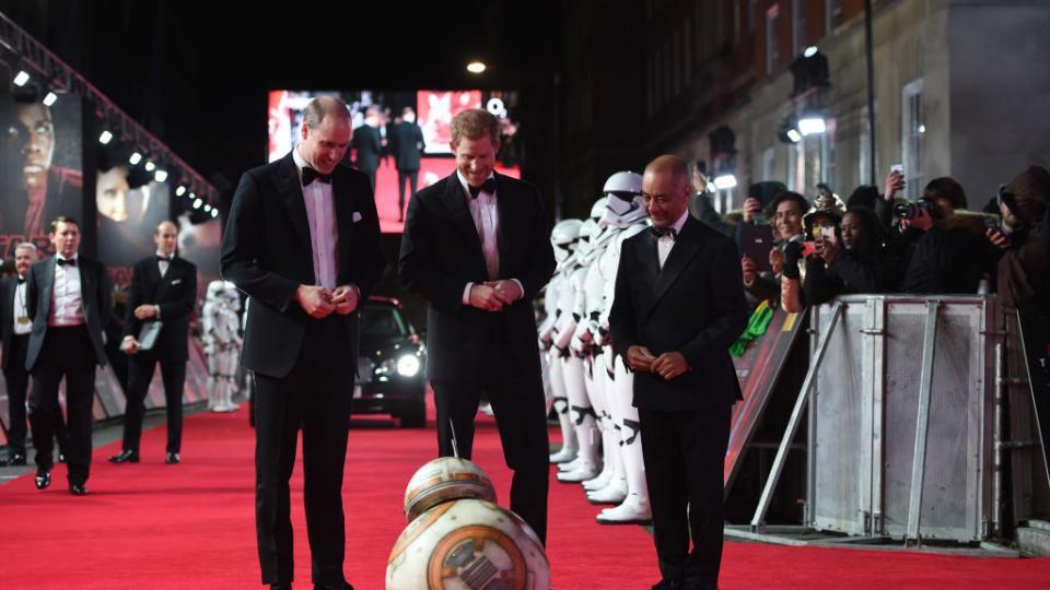 Премиерата на филма в Лондон беше уважена и от принцовете Уилям и Хари, които също имат малка роля в сагата.