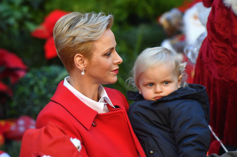 - Принц Жак, престолонаследникът на Монако. Неговите подители са Шарлен, принцесата на Монако и Албер II.