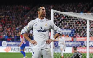Провокират Роналдо със скандирания Меси, Меси. Как реагира той?